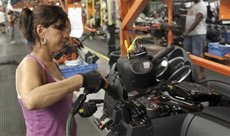 VW har indgået en aftale med fagforeningerne om nedlæggelse af 30.000 arbejdspladser i bilproduktionen, heraf ca. 25.000 i Tyskland. Samtidig vil VW investere 3,5 milliarder € i nye digitale løsninger til udviklingen af el-biler og vil i den forbindelse oprette 9.000 nye jobs, inden for blandt andet softwareudvikling.